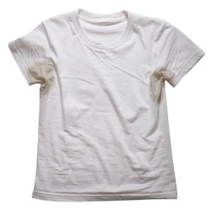 Как вывести пятна от пота на одежде?